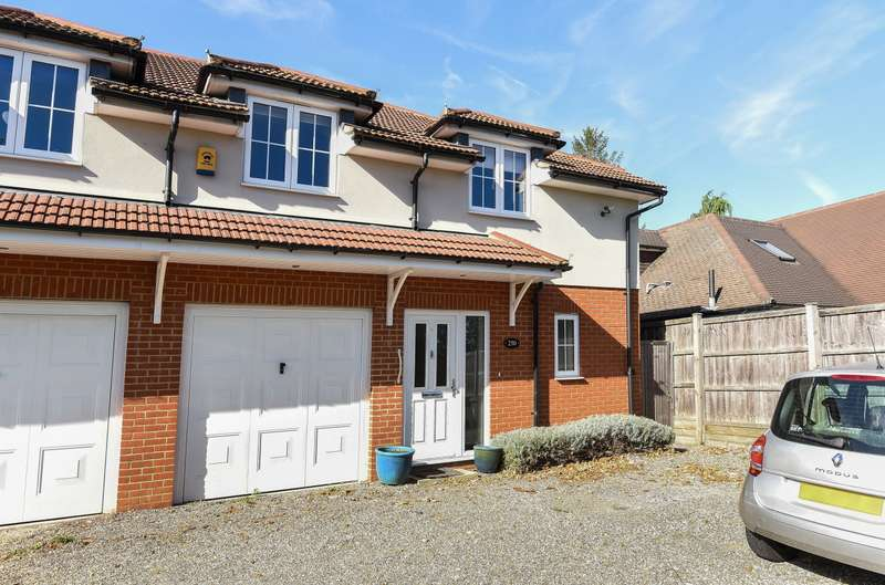 4 Bedrooms Semi Detached House for sale in Woking