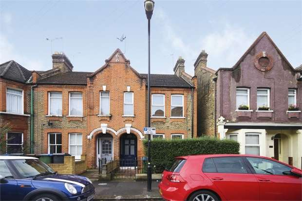 1 Bedroom Flat for sale in Carr Road, Walthamstow, London