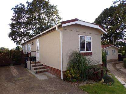 2 Bedrooms Bungalow for sale in Oak Tree Park, St Leonards, Ringwood