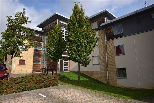 2 Bedrooms Flat for sale in Corinne Court, Sotherby Drive, CHELTENHAM, Gloucestershire, GL51 0FW