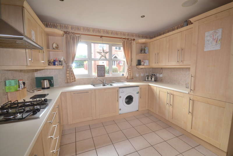 4 Bedrooms Detached House for rent in Meadowside, Off Woodside Road, Watford