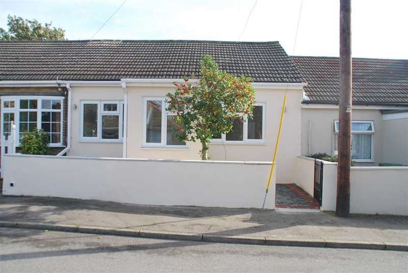 2 Bedrooms Bungalow for sale in GORDON ROAD, HOO ST WERBURGH