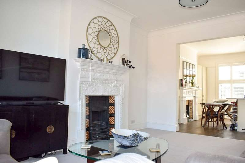3 Bedrooms Flat for sale in Park Hall Road, London, London, SE21