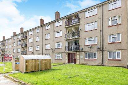 2 Bedrooms Flat for sale in Canberra House, Cheltenham, Gloucestershire, England
