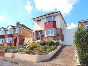 3 Bedrooms Detached House for sale in Luckhurst Road, River, Dover, Kent