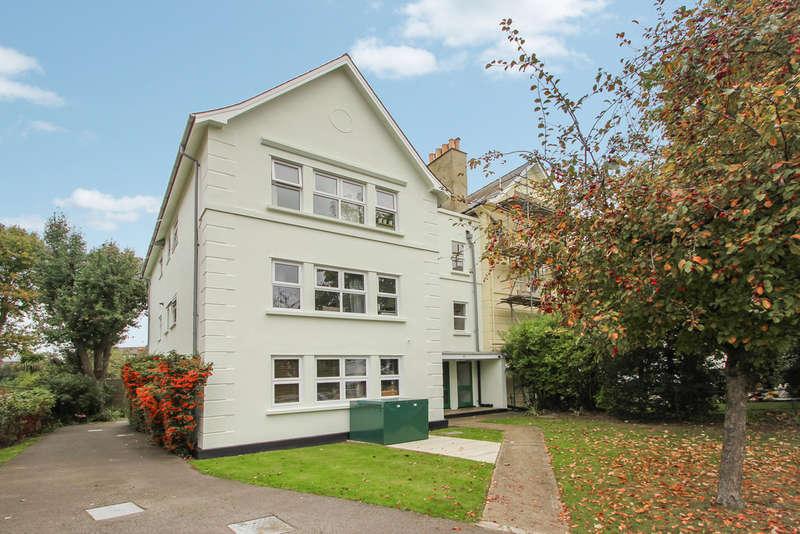 2 Bedrooms Flat for sale in Berrylands Road