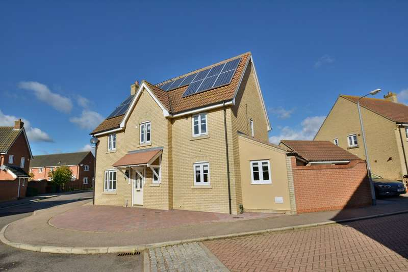4 Bedrooms Detached House for sale in Churchfields Road, Long Stratton