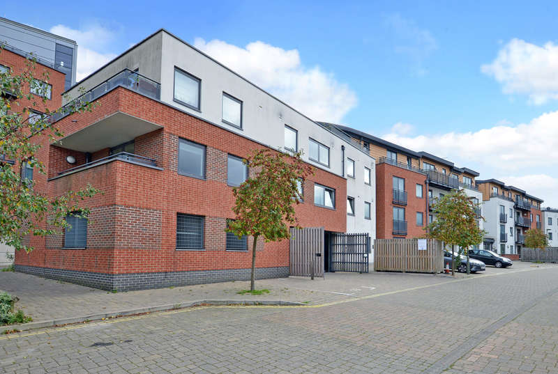 2 Bedrooms Flat for sale in Southern Road, Camberley