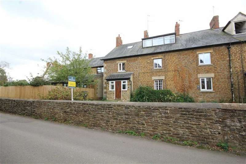 3 Bedrooms Terraced House for sale in Queen Street, Middleton Cheney, Oxon, OX17