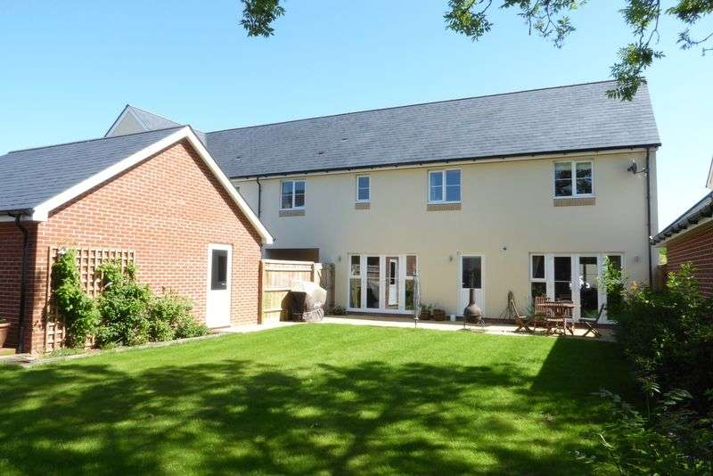 4 Bedrooms Property for sale in Yew Tree Close, Launton