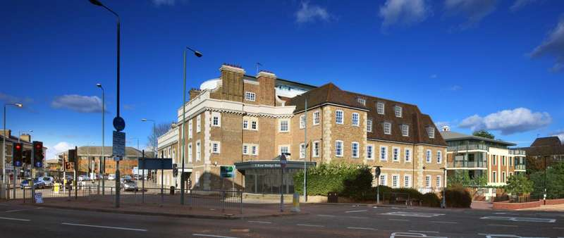 2 Bedrooms Apartment Flat for sale in Kew Bridge Road, Brentford TW8