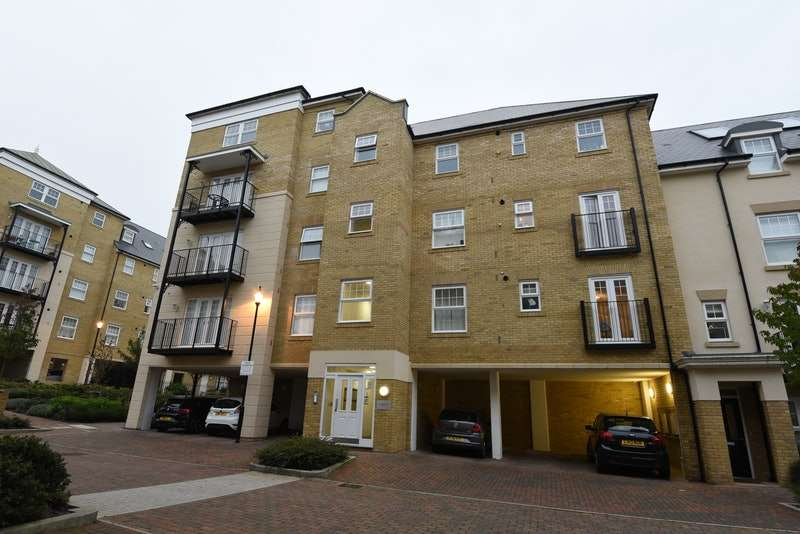 1 Bedroom Flat for sale in Renwick Drive, Bromley, Kent, BR2