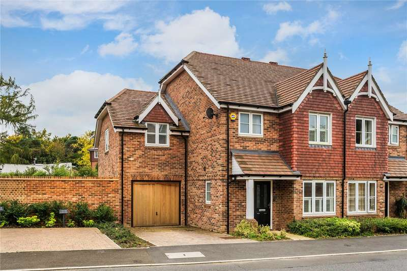 4 Bedrooms Semi Detached House for sale in Oakgrove, Caterham, CR3