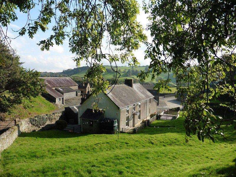 4 Bedrooms Detached House for sale in Capel Isaac, Llandeilo, Carmarthenshire.
