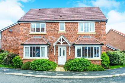 4 Bedrooms Detached House for sale in Clos Gracie, Rhyl, Denbighshire, LL18