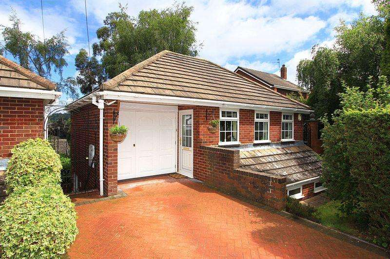3 Bedrooms Detached House for sale in WOMBOURNE, Mount Road