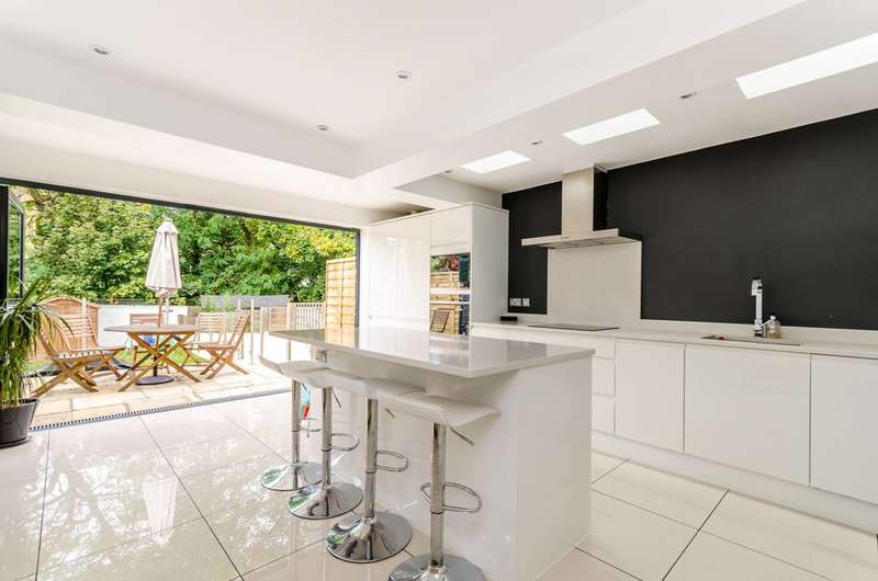 4 Bedrooms House for sale in Weardale Road, Lewisham, SE13