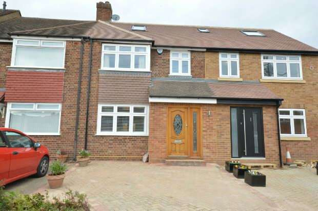 4 Bedrooms Terraced House for sale in Chessington Hill Park, Chessington