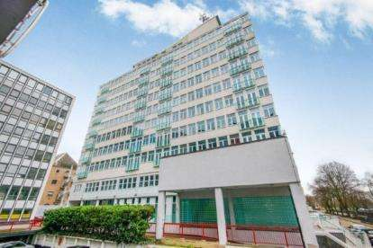 1 Bedroom Flat for sale in 45 Victoria Avenue, Southend-On-Sea, Essex