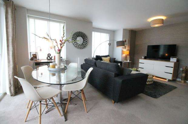 2 Bedrooms Flat for sale in Frimley Road, Camberley, Surrey