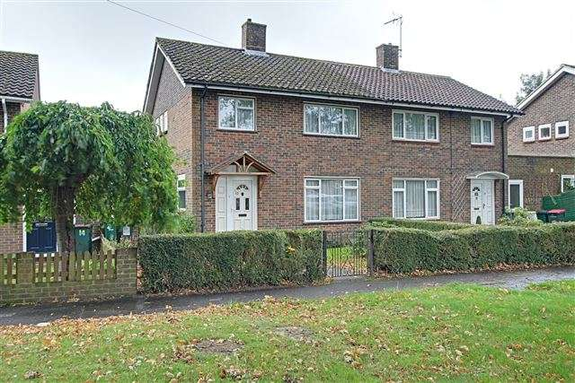 3 Bedrooms Semi Detached House for sale in Tangmere Road, Ifield, Crawley