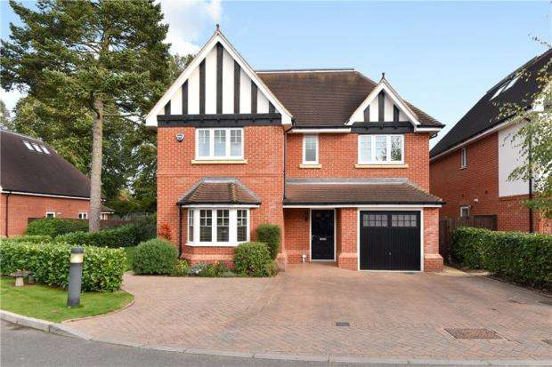 5 Bedrooms Detached House for sale in Lambourne Close, Burnham, Slough