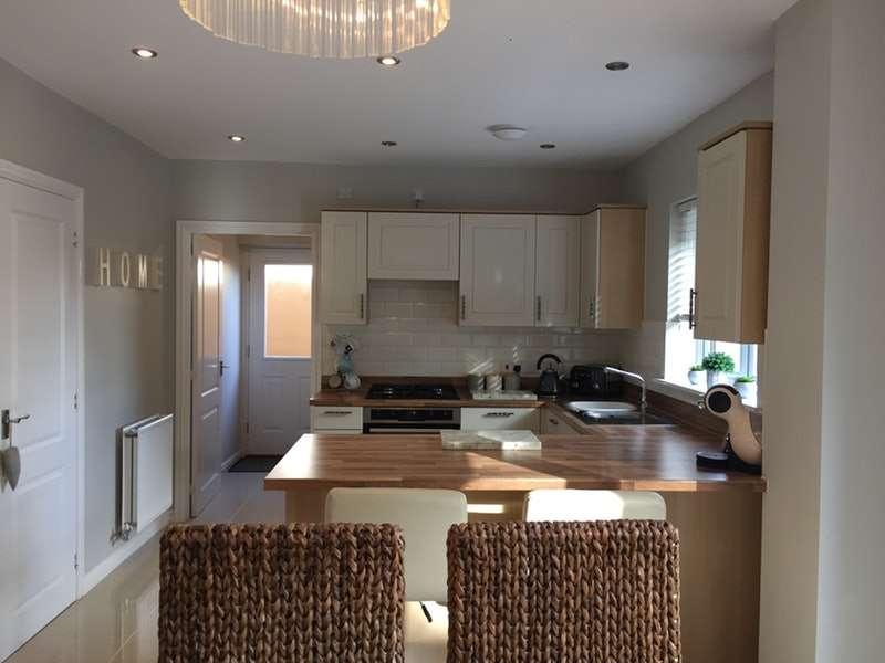 4 Bedrooms Detached House for sale in Gatehouse View, Pembroke, Pembrokeshire, SA71