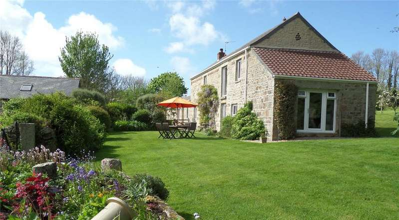 4 Bedrooms House for sale in With 8.3 acres of land a cottage