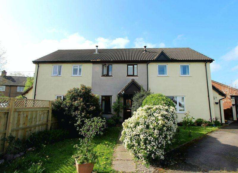 2 Bedrooms Terraced House for sale in Parc Y Llan, Ruthin