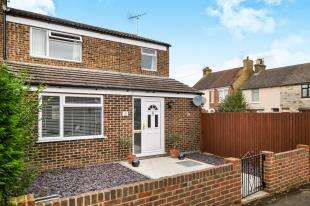 3 Bedrooms End Of Terrace House for sale in Mead Road, Willesbrough, Ashford, Kent