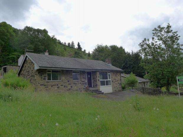 3 Bedrooms Detached Bungalow for sale in Rochdale Road Calderdale