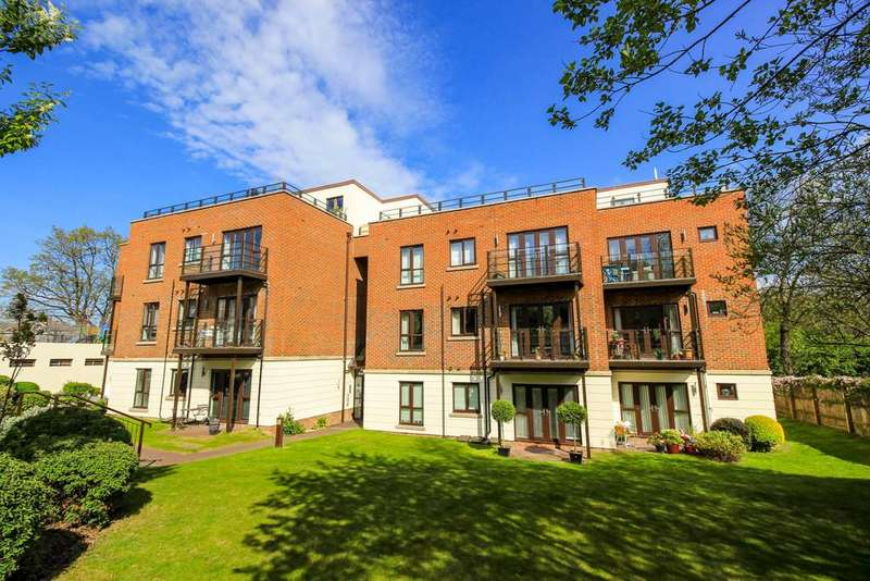 3 Bedrooms Penthouse Flat for sale in High Road, South Woodford