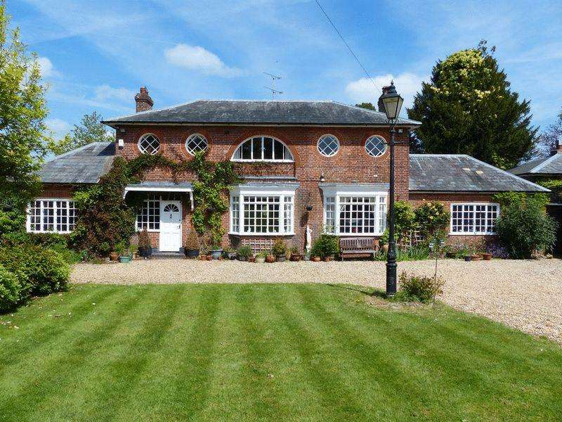 3 Bedrooms Detached House for sale in High Street, Hawkhurst