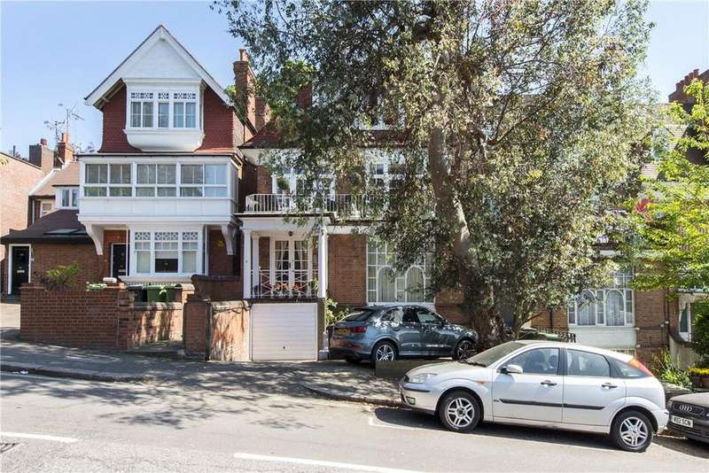 3 Bedrooms Flat for sale in Arkwright Road, Hampstead, London, NW3