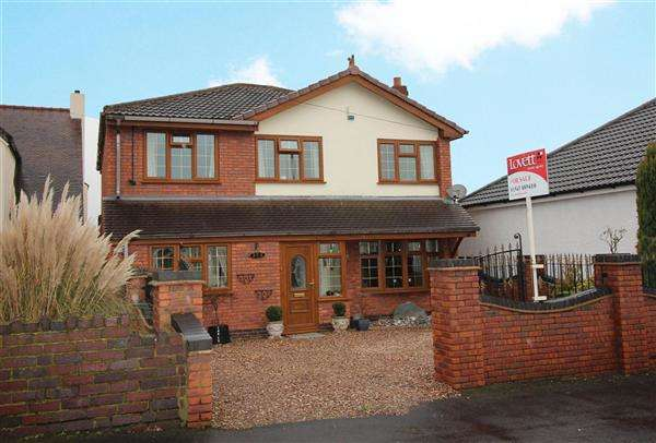 4 Bedrooms Detached House for sale in Walsall Road, Great Wyrley