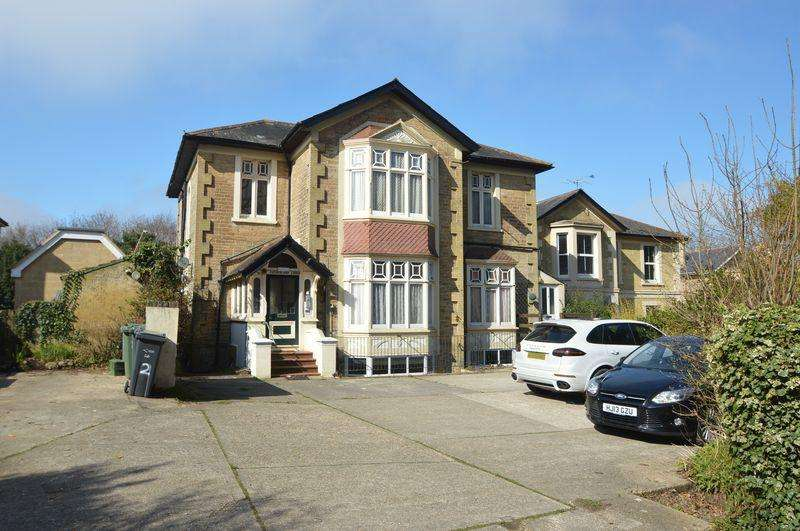 2 Bedrooms Apartment Flat for sale in RYDE