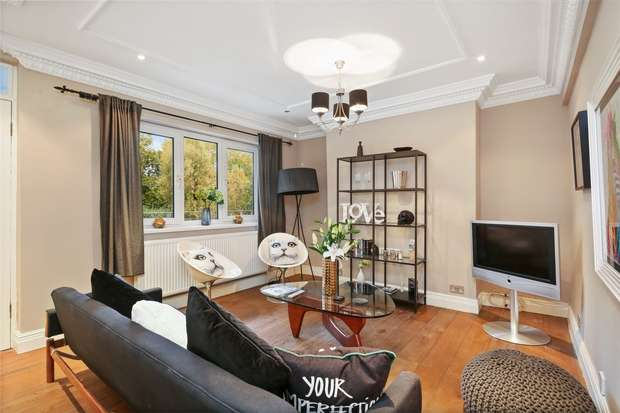2 Bedrooms Flat for sale in Rosemont Road, LONDON