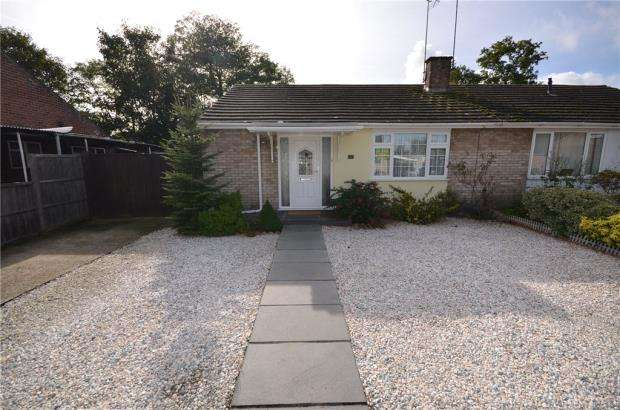 3 Bedrooms Semi Detached Bungalow for sale in Beech Drive, Blackwater, Surrey