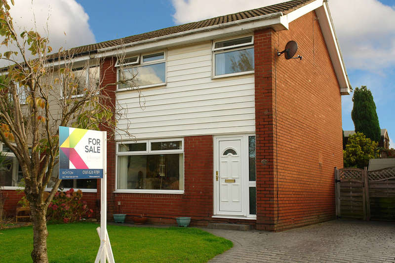 3 Bedrooms Semi Detached House for sale in 111 Harewood Drive, Royton