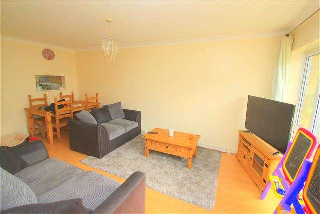 2 Bedrooms Flat for sale in Lyndhurst Court, Lyndhurst Road, Hove, East Sussex, BN3 6FZ