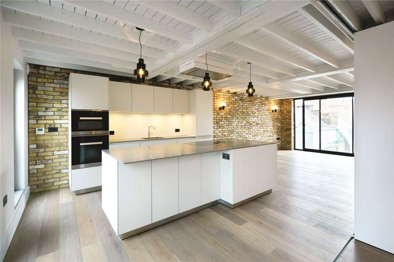 3 Bedrooms Flat for sale in Richmond Buildings, Soho, London, W1D
