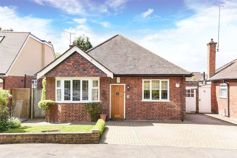 3 Bedrooms Detached Bungalow for sale in Highfield Crescent, Northwood, Middlesex