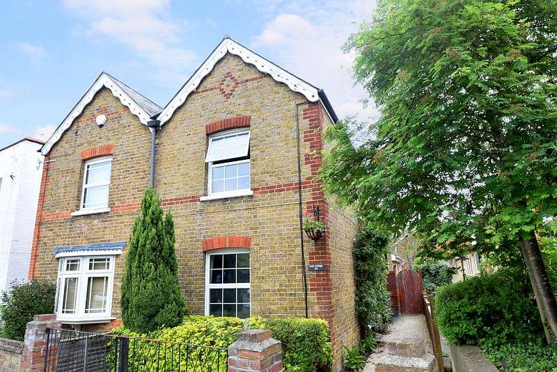 2 Bedrooms Semi Detached House for sale in St Lukes Road, Old Windsor, SL4