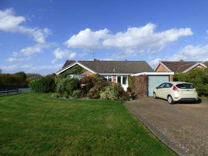 3 Bedrooms Bungalow for sale in Wicks Green, Formby, Liverpool, Merseyside, L37