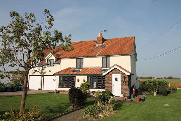4 Bedrooms Cottage House for sale in Lucas Lane, Clacton-on-sea, CO16