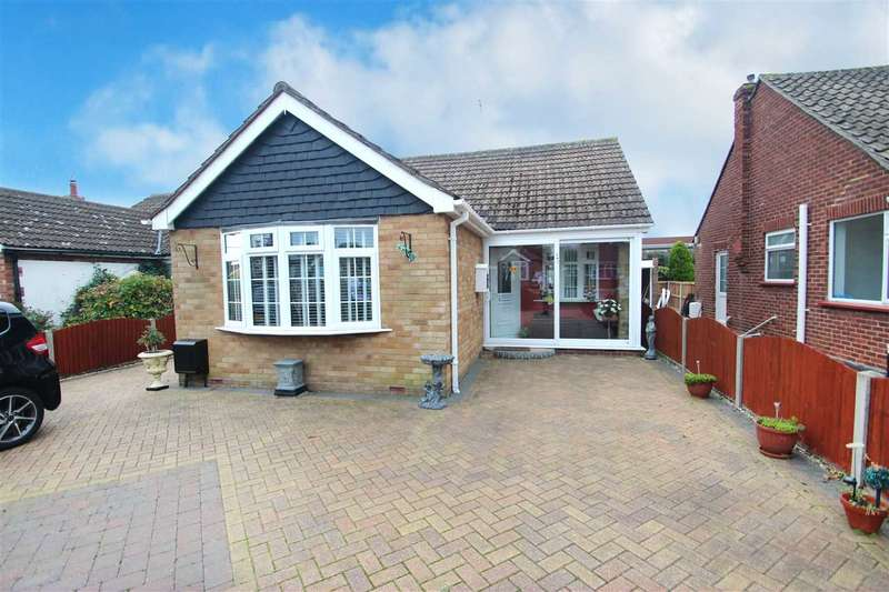 2 Bedrooms Bungalow for sale in St. Johns Road, Clacton-On-Sea