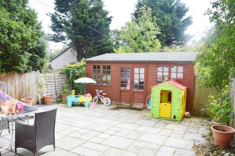 2 Bedrooms Maisonette Flat for sale in Squirrels Heath Road, Harold Wood