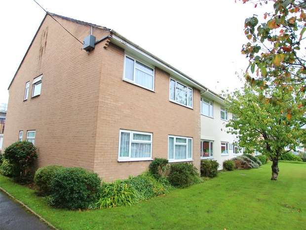 2 Bedrooms Flat for sale in 6 Yarmouth Road, Branksome, POOLE, Dorset