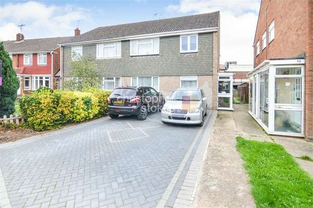 2 Bedrooms Maisonette Flat for sale in Berkley Avenue, Waltham Cross, Hertfordshire
