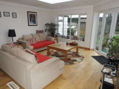 4 Bedrooms Detached House for sale in Wick Lane, Wickford, Essex